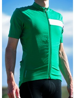 Icebreaker's SS Circuit jersey is ultra-comfortable courtesy of the 97% Merino wool-blend fabric while the smart cut is form-fitting without being tight