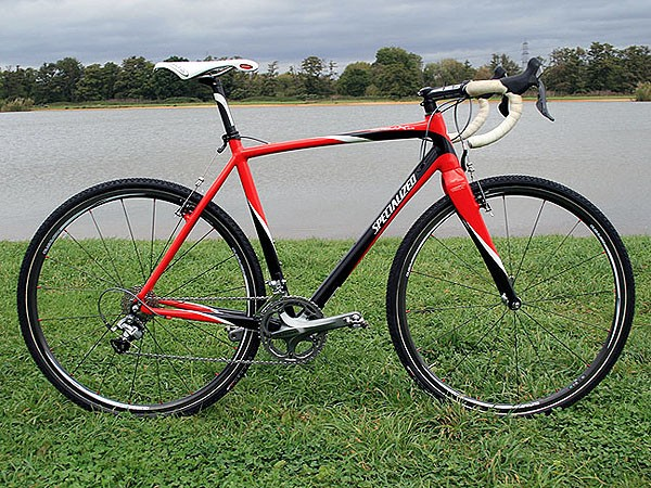 In an age of carbon racing bikes, Ian Field has opted for Specialized's aluminium CruX Elite
