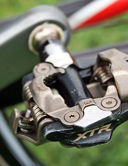'Cross riders use mountain bike pedals because of all the running they have to do. Clipless road pedals wouldn't allow this