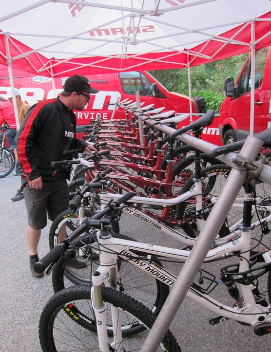 120mm-travel Rocky Mountain Element bikes were provided to test the RISE 60 wheels on the trails of southern France