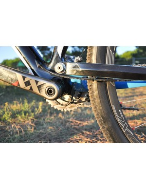 Another look at the internal cable routing, along with the main pivot of the mono-link XR Team