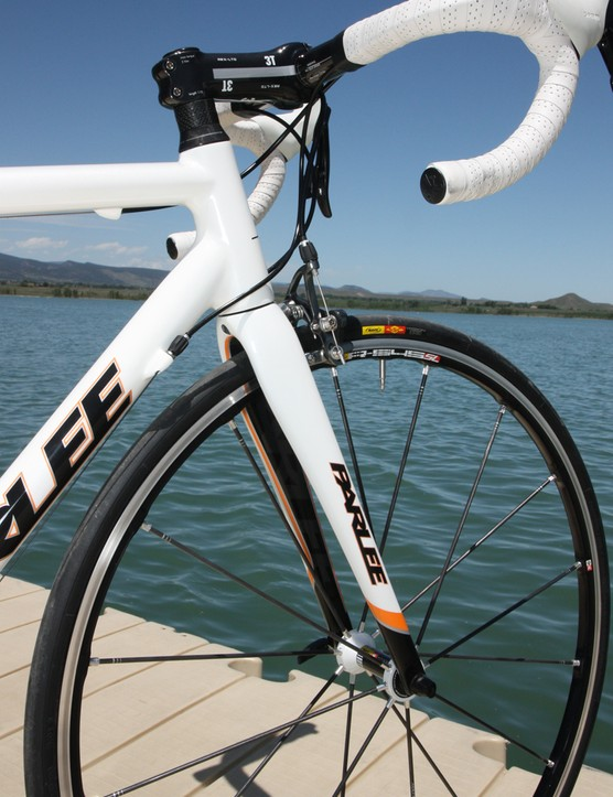 The tapered carbon fiber fork is built for Parlee by ENVE Composites