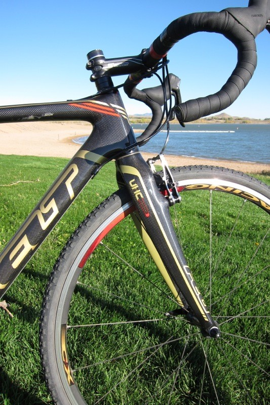 The F3X comes with Felt's own CXR UHC fork; ours weighed 453g