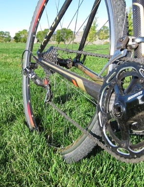 The mix and match drive train pairs the S300 with a Force front derailleur and Black Red rear derailleur