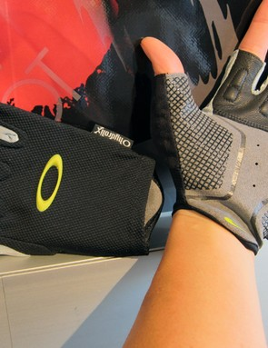 Oakley's new Hydrolix gloves feature a non-padded palm and grippy appliques