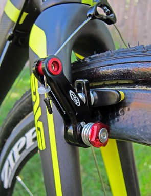 Ryan Trebon (LTS Felt) has both the front and rear Avid Shorty Ultimate brakes set up in the higher-power position. Road pad holders are used instead of the stock units to better fit the wide-profile Zipp 303 rims