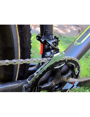 Sealed Gore Ride-On cables promise consistent shifting on the front and rear SRAM Red derailleurs