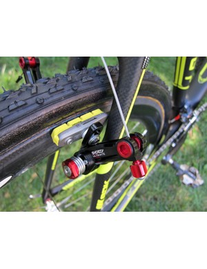 Ryan Trebon's (LTS Felt) Felt F1X uses custom titanium rear brake posts that set the Avid Shorty Ultimate arms further away from the stay. Otherwise, the tire has to be deflated to remove the wheel when the cable is released