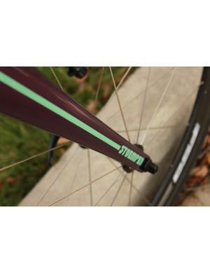 The Enve tapered carbon fork is painted to match