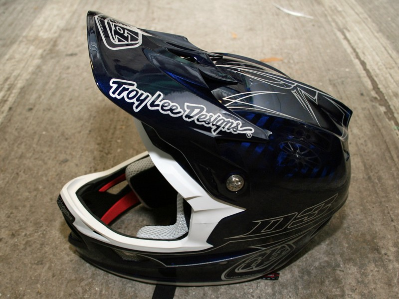 The D3 is Troy Lee's top-end lid and it looks stunning in this new Pinstripe Blue finish