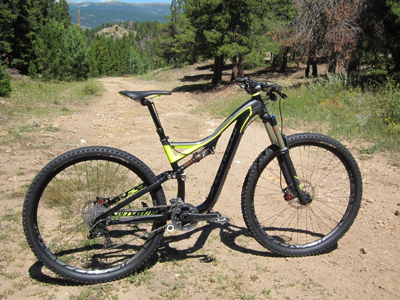 """The Specialized Stumpjumper FSR Expert EVO 29 combines the ground-leveling ability of 29"""" wheels with 135-140mm of well tuned suspension travel to yield an impressively fun and capable trail bike"""