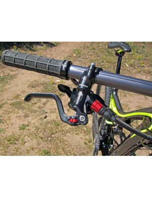 The Formula brake levers include tool-free reach and pad contact adjustments