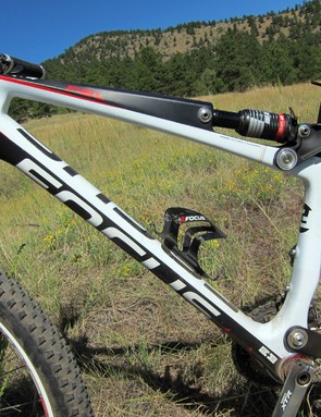 The suspension linkage may be unusual on the Focus FSL 2.0 but it does leave room for two water bottles inside the main triangle - a rarity on full-suspension machines