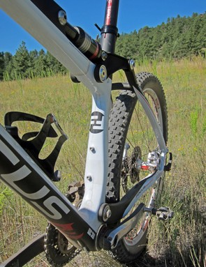 The seat tube is highly asymmetrical on the Focus FSL 2.0