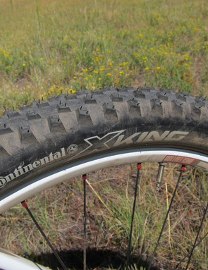 The Continental X-King tires are fast rolling and reasonably grippy on a wide range of terrain with their generous 2.4in width but loose rocks are still their Achilles' heel