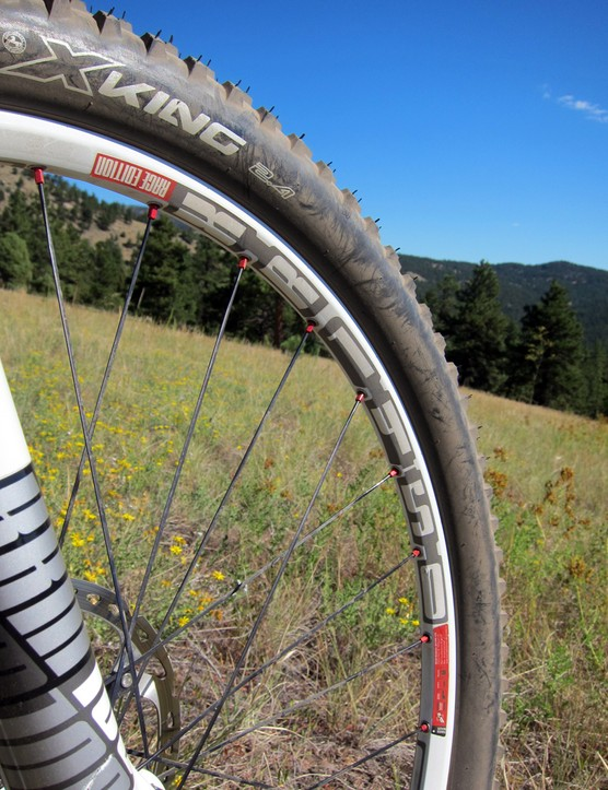 The DT Swiss XR 1450 wheels are lightweight and suitably stiff but they're not tubeless-compatible without the addition of a pricey aftermarket kit