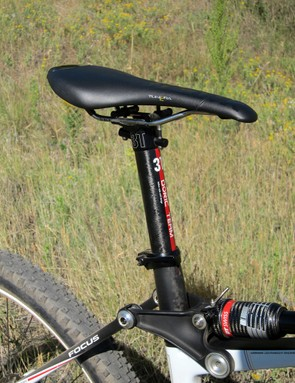 The Fi'zi:k Tundra 2 saddle is comfortable despite its firmness but while the 3T Doric Team seatpost is light, the head design is frustrating