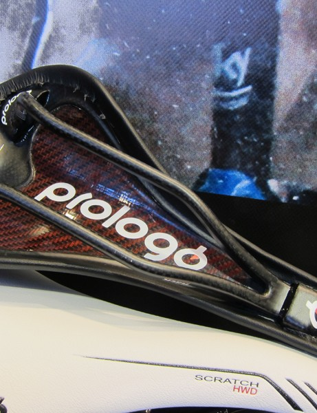 The carbon fiber base of the Prologo Scratch HWD is designed to offer tuned flex for all-day comfort