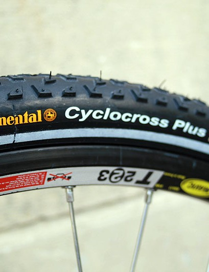 A heavy wheelset (Mavic T223 and Hope Pro2 EVO) bulks up the weight of this Qoroz Cyclo-cross Won full build