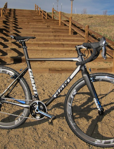 The TCX Advanced SL is Giant's top-end 'cross racer, featuring a lightweight carbon fiber frame that emphasizes ride comfort - which often translates to speed on the 'cross course