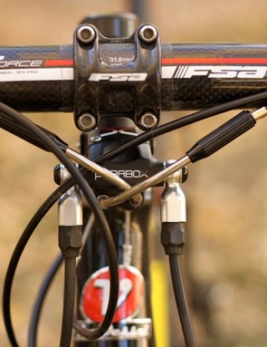 Cable routing is also clean, however, it requires precise cable housing lengths on installation
