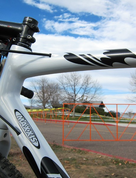 The top tube underside is just slightly flattened for shouldering