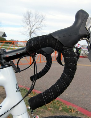 Geoff Kabush (Maxxis-Rocky Mountain) tilts his bars up high and runs his levers up even higher