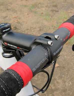 Geoff Kabush (Maxxis-Rocky Mountain) uses an alloy stem but a carbon bar on his Rocky Mountain carbon fiber 'cross bike