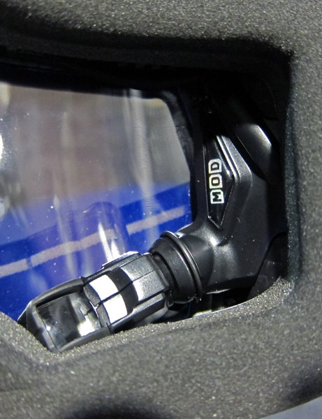 The Recon Instruments MOD and MOD Live systems integrate cleanly into 'Recon Ready' goggles