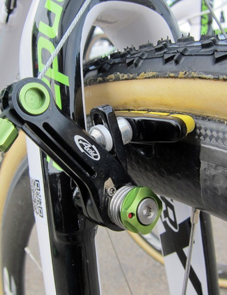 Cannondale-Cyclocrossworld.com team bikes got an extra dose of green over the weekend courtesy of team sponsors Avid
