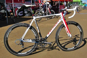 US national cyclo-cross champion Todd Wells (Specialized) seems to be doing just fine on this alloy Specialized CruX E5