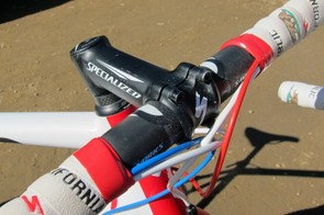 Todd Wells (Specialized) runs a carbon bar clamped in an alloy stem - both sporting the Specialized label, of course