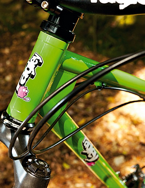 The triple-butted chromoly frame features a chunky reinforced head tube