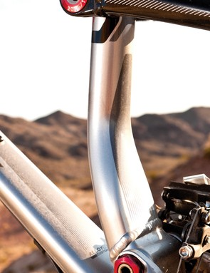 The seat tube kinks to make space for the direct mount front mech