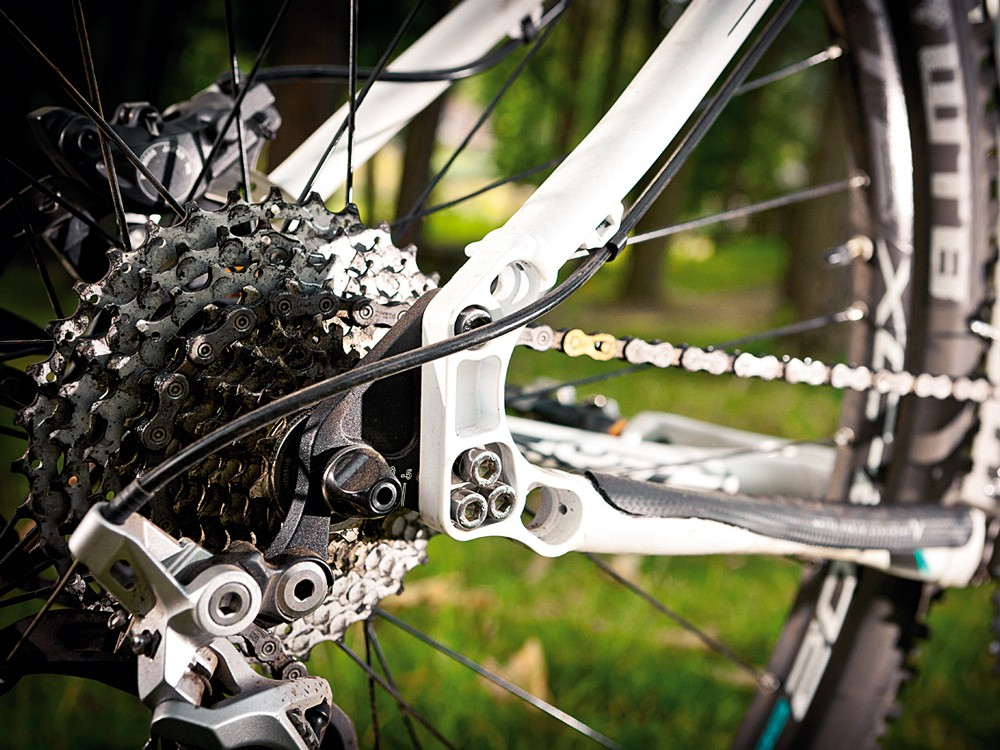Swinging drop-out system opens up chainstay length options to suit trail conditions