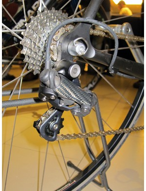 Campagnolo's previous-generation electronic group looked ready for production and was in fact nearly deemed so until a system failure occurred after a high-speed drive atop a team car after a rainy Giro d'Italia stage in 2005