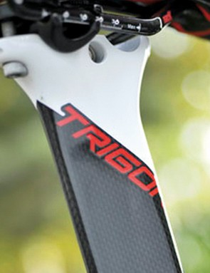 The aero seatpost gets two distinct saddle positions thanks to a reversible cradle and double dip head