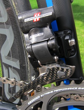 The Super Record front derailleur boasts a carbon-and-aluminum outer cage plate as compared to Record's anodized aluminum piece