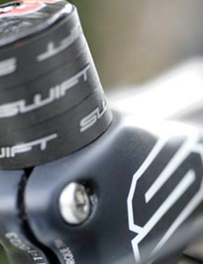 The Swift frameset bundle comes complete with this sleek-looking blended stem integrated cockpit