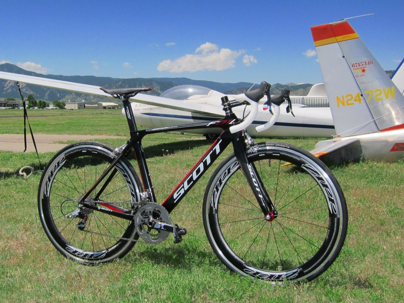 Scott offer a full range of their impressive Foil aero carbon road bikes. Top-end ones get premium kit and the highest grade carbon fibers while midrange ones use a more economical spec and a slightly heavier fiber blend that doesn't detract too much from performance but saves an enormous amount of cash