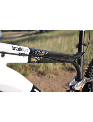BMC Trailfox TF01 - dropper seatpost cable guides