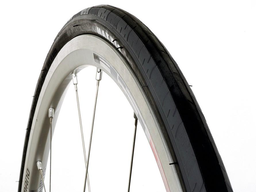 Maxxis Detonator road tyre