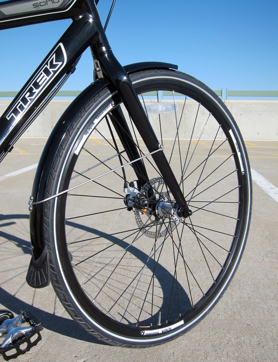 Trek wisely include reinforced tires and full-wrap fenders with the Soho Deluxe