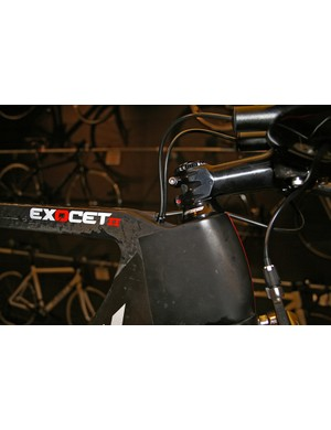 Internal cable routing helps fight drag and grime on the Planet X Exocet 2