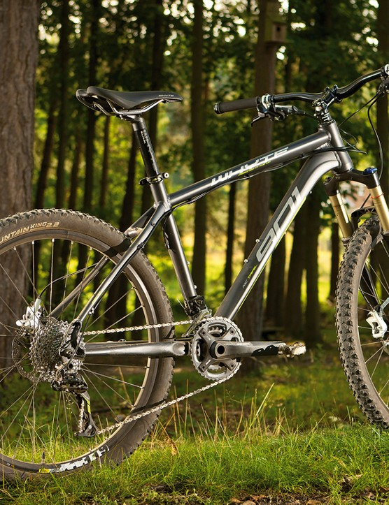 Whyte's designers know all about making tough trail frames and the 901 follows that tradition