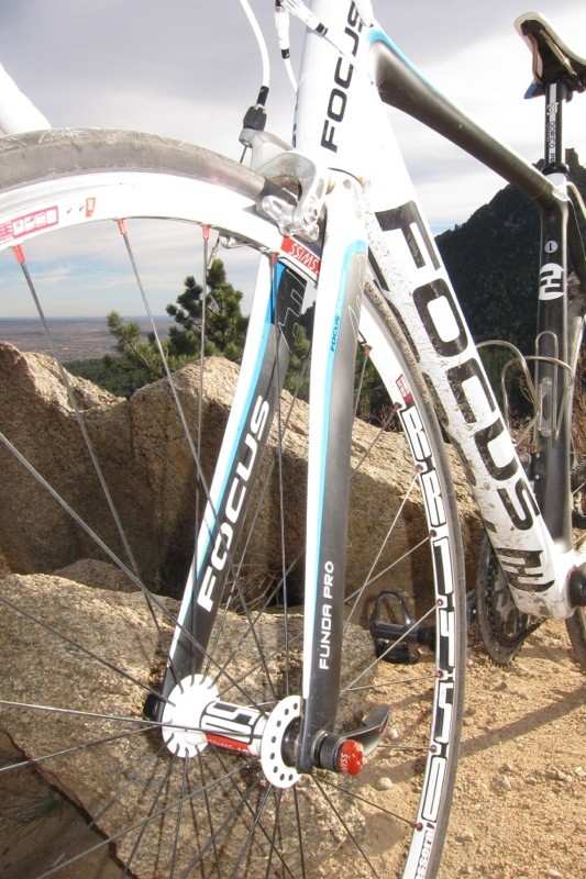 3T's all-carbon Funda Pro fork weighed 374g on our scale