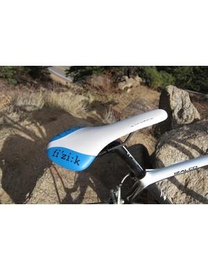 The custom colored Fi'zi:k Antares saddle