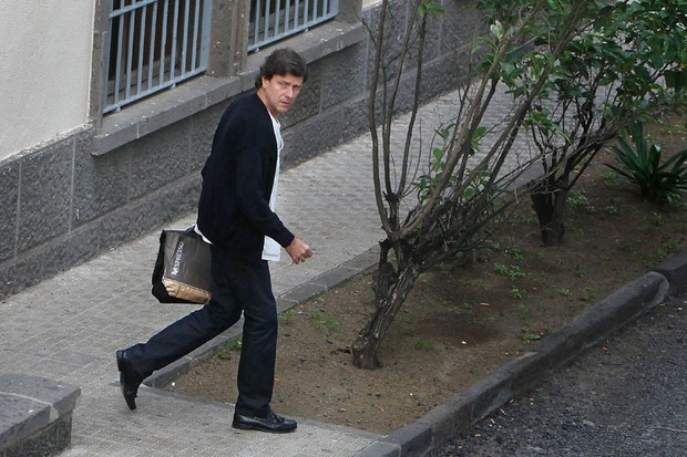 Spanish doctor Eufemiano Fuentes leaves the Altavista Medical Center where he works in Las Palmas, on the Spanish canary island of Gran Canaria