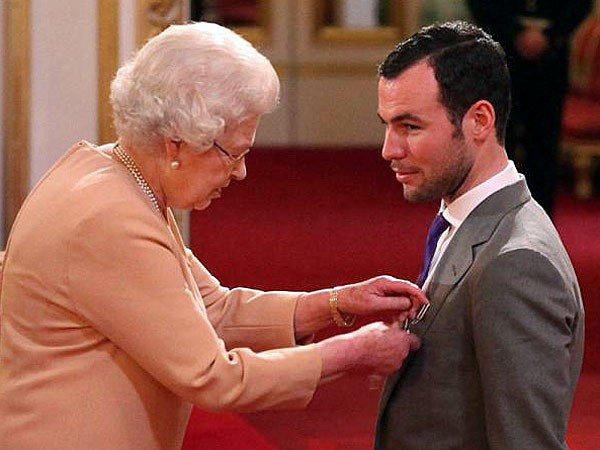 Cavendish receives his MBE from the Queen