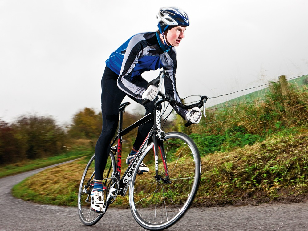 The long wheelbase and well proportioned reach enable you to hunker down on the saddle, settle into the compact drops, and power on the pedals